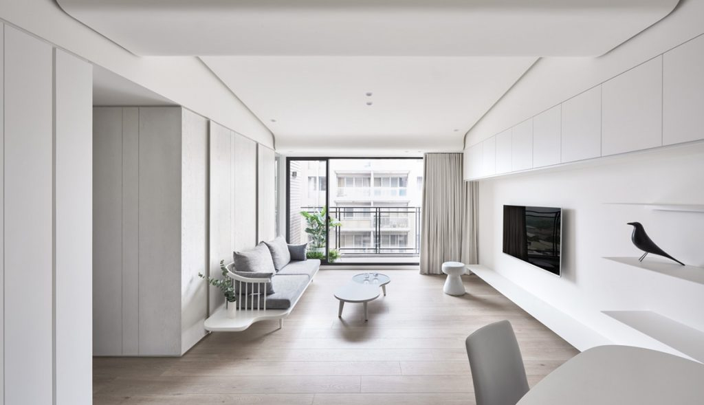 white-spacious-minimalist-interior-1024x589 Phong cách nội thất hiện đại trong thiết kế nhà ở hiện nay