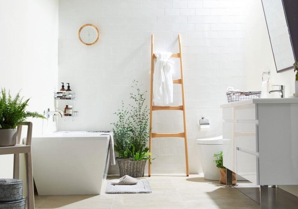 minimalist-styled-bathrooms-1024x717 Thiết kế nhà vệ sinh nhỏ đẹp cần lưu ý những gì?