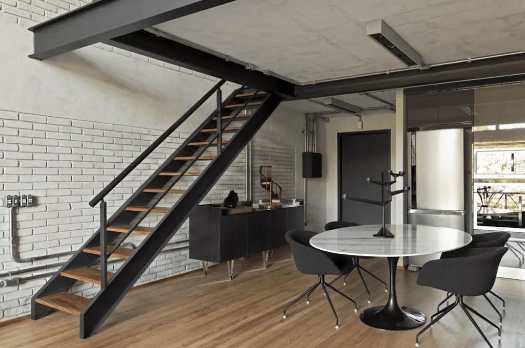 6-1024x680 Mẫu cầu thang sắt hiện đại và những lưu ý khi thiết kế nội thất