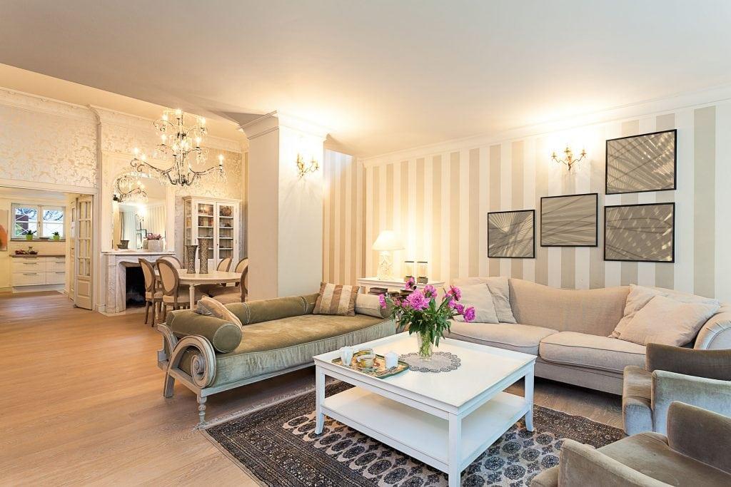 a82b6620cdcf8007027816d03f5fafdf_acc94dca249681eaf158df2eab81da24-1024x683 Ghế sofa - Đồ nội thất phổ biến trong phòng khách gia đình