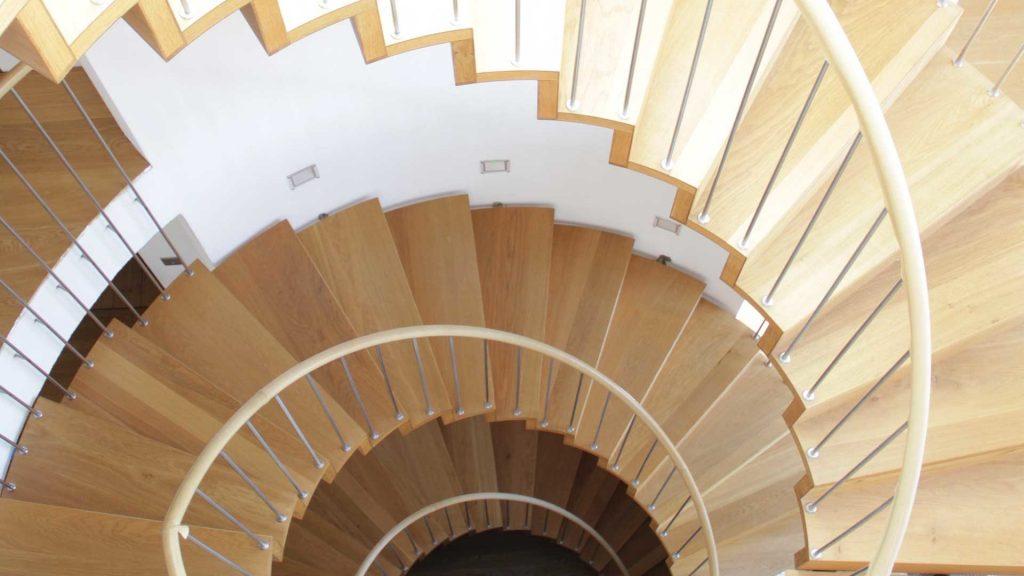 cau-thang-go-dep-2-1024x576 Mẫu cầu thang gỗ đẹp phổ biến hiện nay