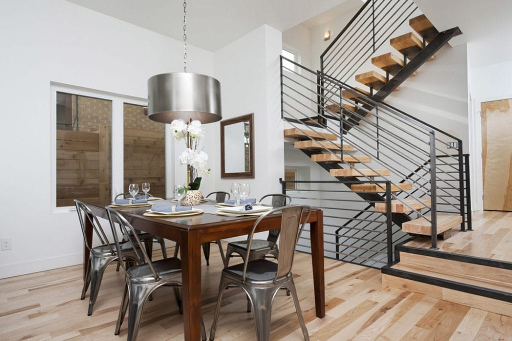 grey-hang-lamp-on-the-ceiling-modern-stairs-design-pictures-with-wooden-dining-table-applied-on-the-wooden-floor-it-also-has-minimalist-windows-design-ideas-1048x698-1024x682 Mẫu cầu thang sắt hiện đại và những lưu ý khi thiết kế nội thất