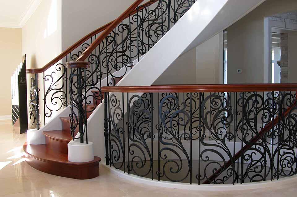 mau-cau-thang-sat-nghe-thuat-dep-co-dien-h1 Mẫu cầu thang sắt hiện đại và những lưu ý khi thiết kế nội thất