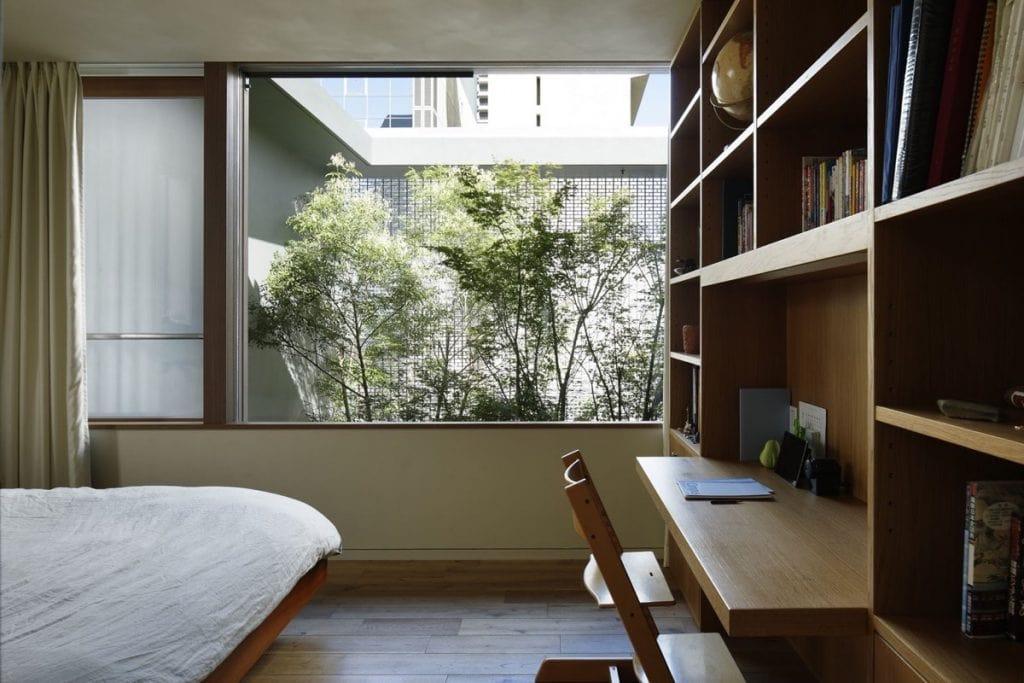 modern-bedroom-facing-interior-courtyard-1024x683 [Kiến thức] Phong cách Eco trong thiết kế nội thất