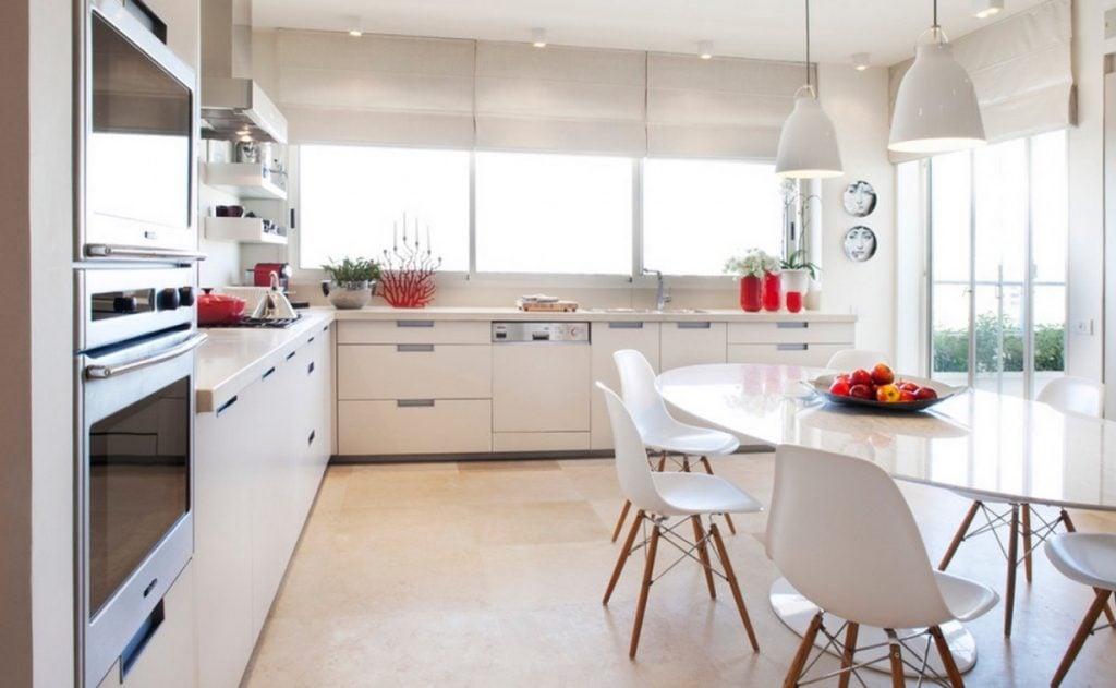 simple-white-pendants-1024x631 Đèn thả bàn ăn - Đặc điểm và ứng dụng trong trang trí nội thất
