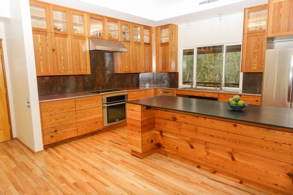 stunning-ideas-pine-kitchen-cabinets-jason-straw-woodworker-heart Gỗ thông và những thông tin cần biết trong ứng dụng đồ nội thất