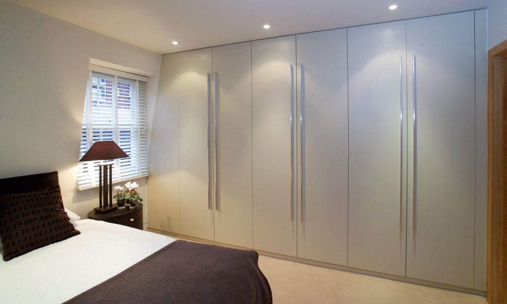 DhRHlehXkAEOpfQ-1024x615 Tủ quần áo - tối ưu không gian cho phòng ngủ