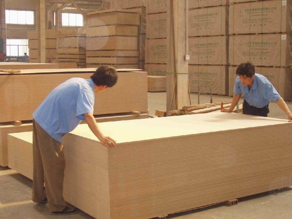 Xuong-san-xuat-noi-that-tu-go-cong-nghiep-MDF-MFC-1024x768 Gỗ công nghiệp - nguồn nguyên liệu tốt để sản xuất đồ nội thất