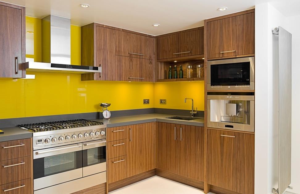 kinh-mau-op-bep-vang-chanh Kính bếp  - Cách trang trí cho nhà bếp trở nên lộng lẫy hơn