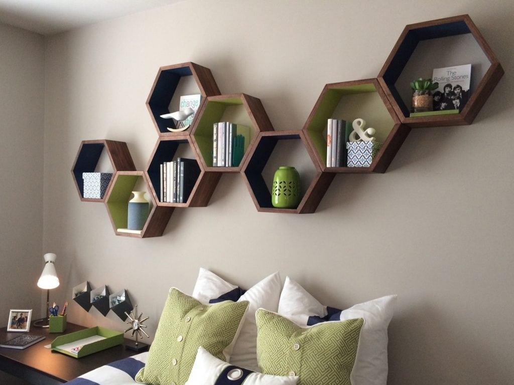 bo-ke-treo-tuong-hinh-to-ong-nhieu-mau-sac-1386-4-1024x768 Tuyệt chiêu thiết kế nội thất phòng ngủ nhỏ đẹp ngây ngất
