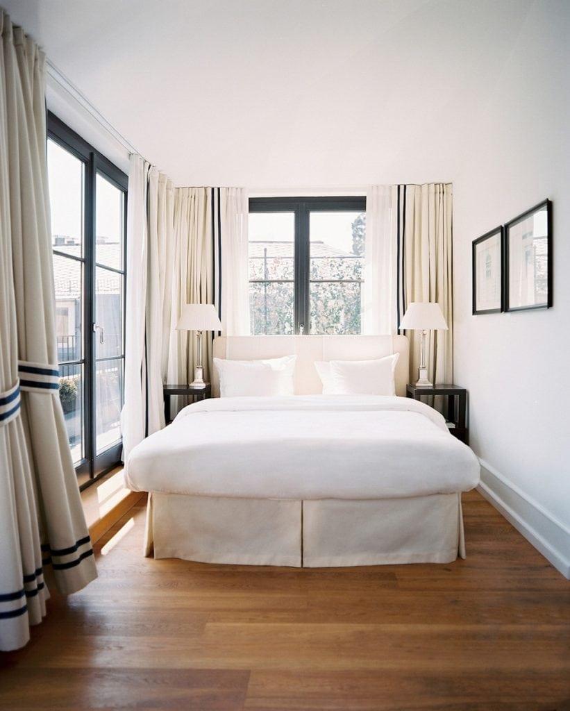 thiet-ke-noi-that-phong-ngu-voi-gam-trang-sang-trong-821x1024-821x1024 Tuyệt chiêu thiết kế nội thất phòng ngủ nhỏ đẹp ngây ngất
